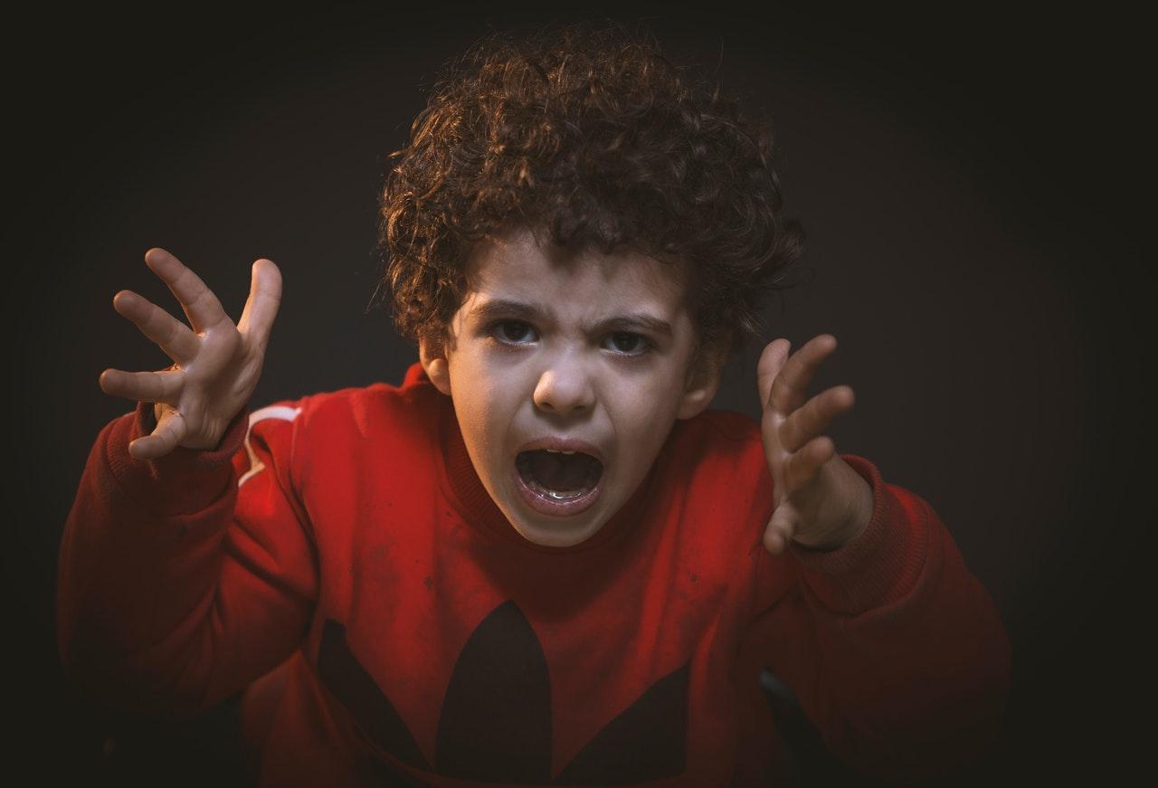 Criança gritando: saiba os motivos de tantas brigas
