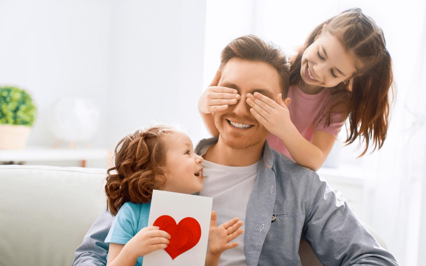 Meninas dão presente ao pai: Filhos devem honrar pai e mãe!