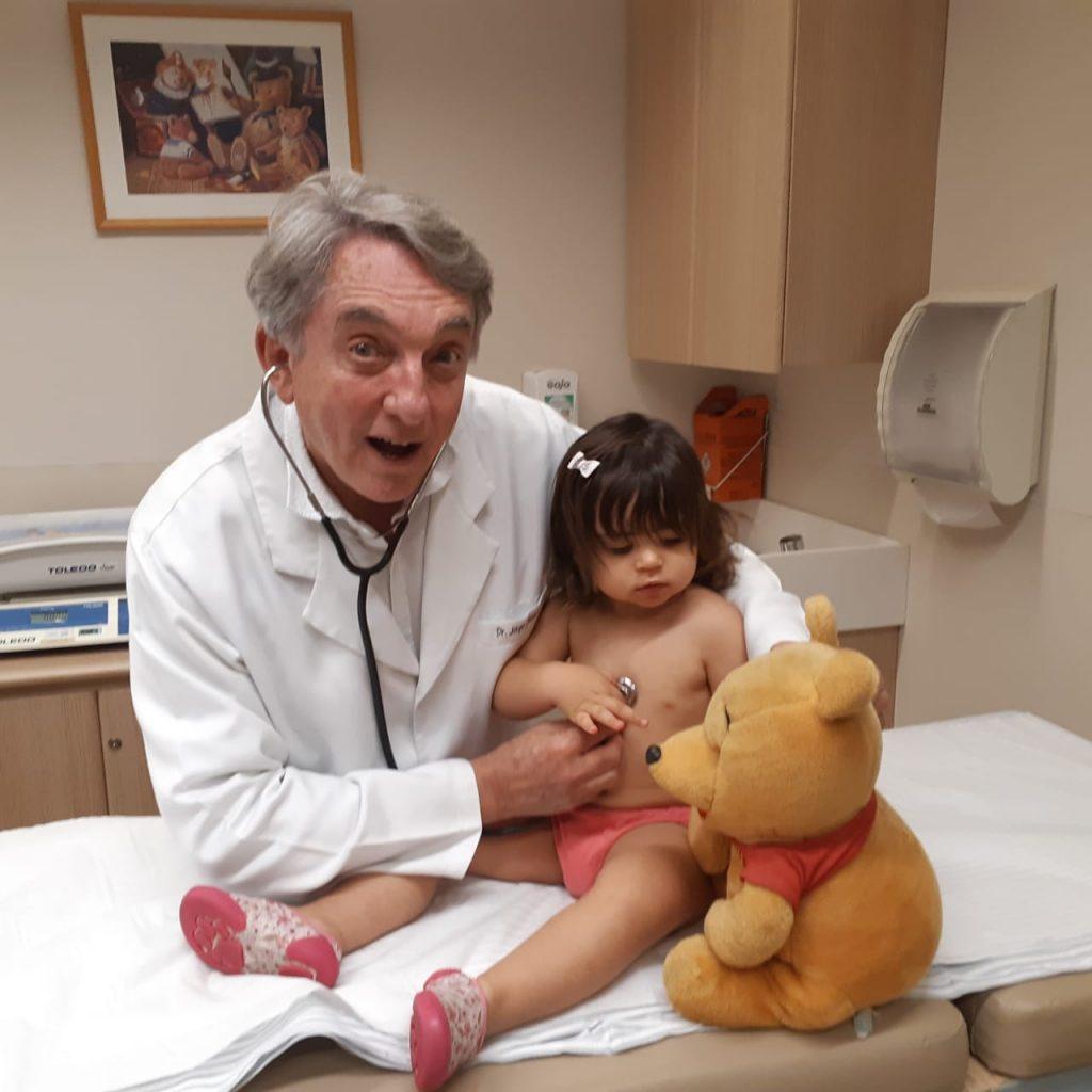 O neonatologista Jorge ao lado da paciente Mariana: inchaço pode ser um sinal de trombofolia