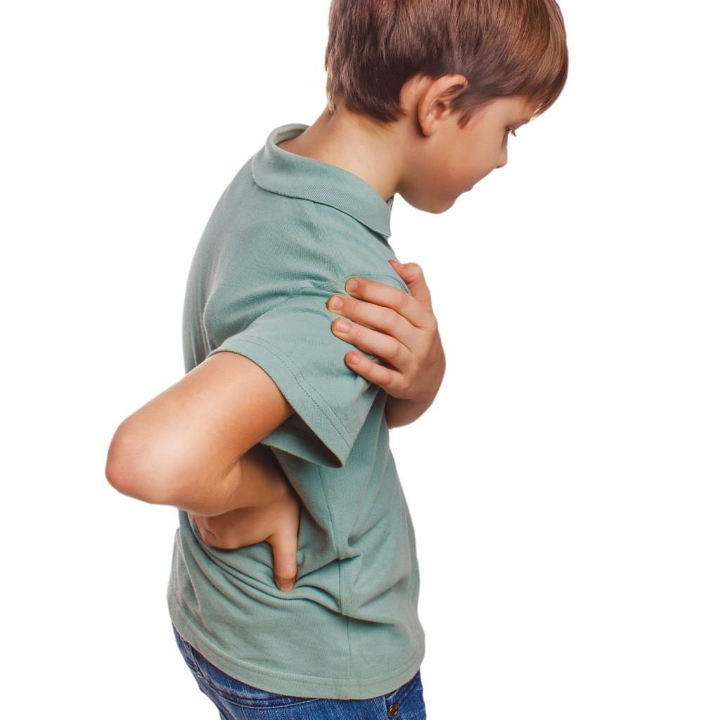 Criança com dor na coluna: conheça quais são os sintomas da artrite infantil!